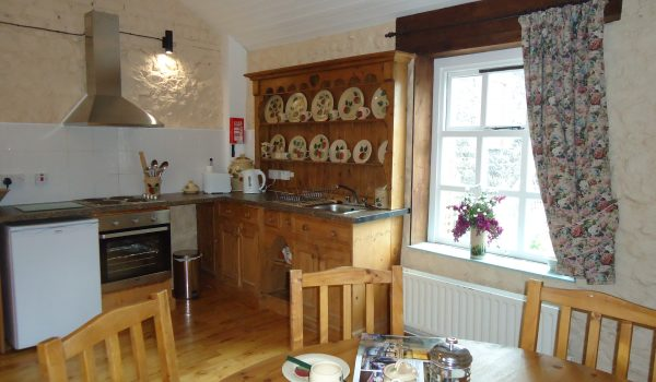 Bramley Apple Cottage main Kitchen area